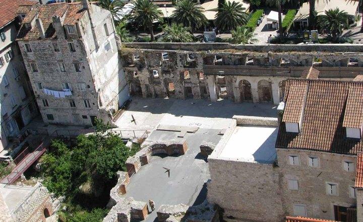 020717_Split_le_palais_devenu_ville_18