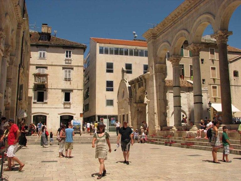 020717_Split_le_palais_devenu_ville_8