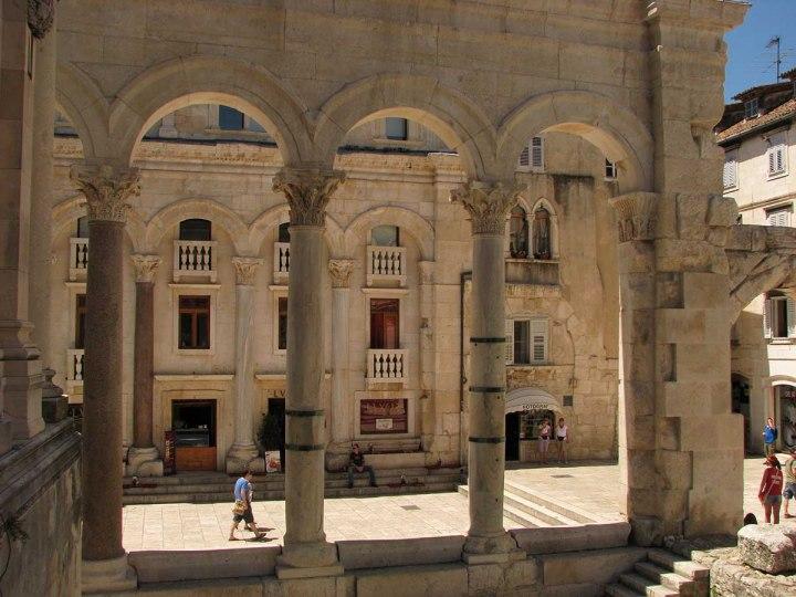 020717_Split_le_palais_devenu_ville_9