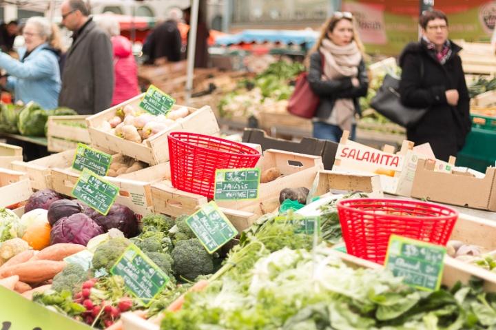 jour de marché sur la place des Lices à Rennes