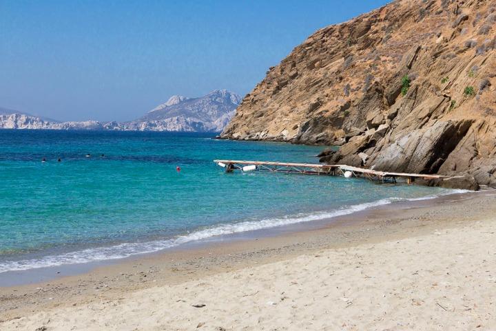 plage de Levrossos, à Amorgos